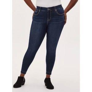 🆕 Torrid Premium Stretch Bombshell Skinny Jean 18